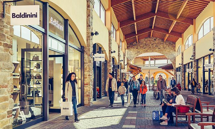 shopping in Tuscany: Valdichiana Outlet
